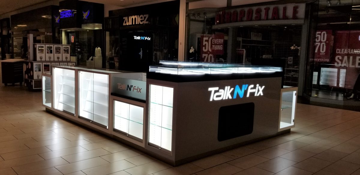 Talk N' Fix Kiosk at Los Cerritos Center