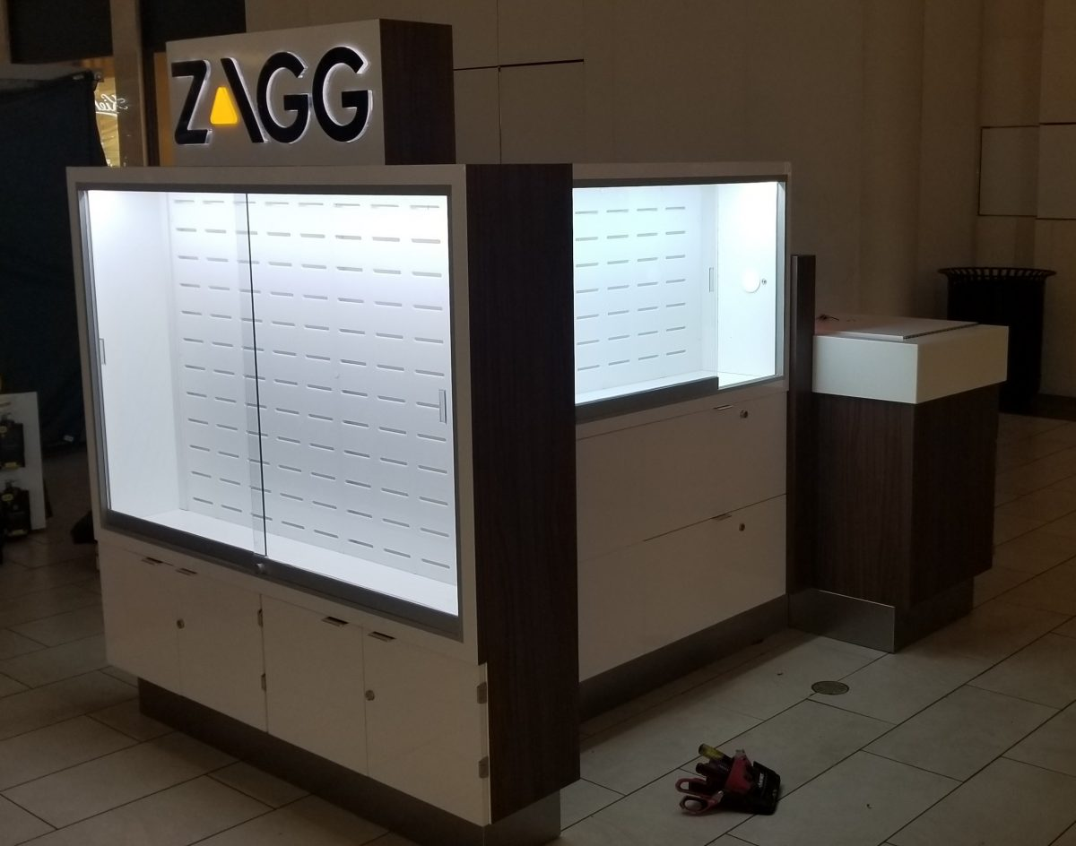 Zagg Invisible Shield Kiosk at Los Cerritos Center