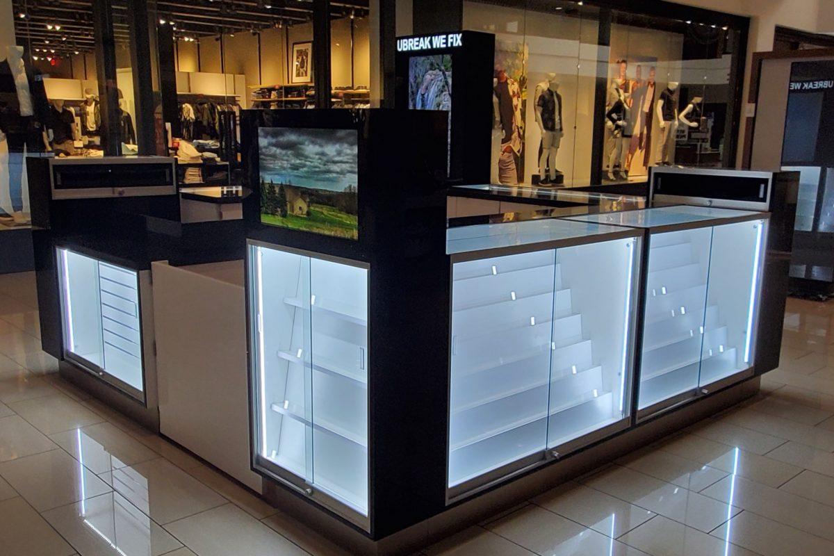 U Break We Fix Kiosk at Glendale Galleria