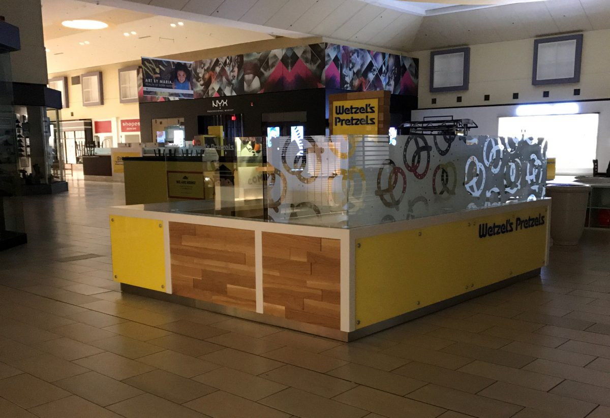 Wetzel's Pretzels Kiosk at Valley Plaza